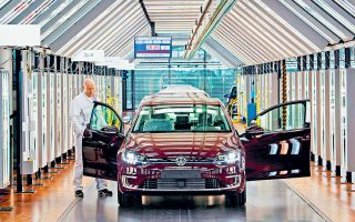 Ο δείκτης των ευρωπαϊκών αυτοκινητοβιομηχανιών έκλεισε ενισχυμένος κατά 1,5%, κυρίως χάρη στα κέρδη που σημείωσαν οι τιμές των μετοχών της Volkswagen και της Renault. Οι επενδυτές στρέφουν την προσοχή τους στην ανακοίνωση αποτελεσμάτων τριμήνων από ευρωπαϊκές εταιρείες, που θα κορυφωθούν την ερχόμενη εβδομάδα.