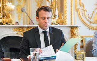 Ο Εμανουέλ Μακρόν δεν δίστασε να αυξήσει τις δημόσιες δαπάνες το 2019, ωστόσο για το 2020 προβλέπεται μείωση δαπανών κατά σχεδόν 1% του ΑΕΠ, διότι το δημόσιο χρέος της Γαλλίας πλησιάζει το 100% του ΑΕΠ.