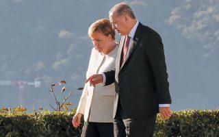 Σύμφωνα με πηγές, από την Κομισιόν έχει ήδη διασφαλιστεί για την Τουρκία ποσό της τάξεως του ενός δισ. ευρώ για το 2020 (στη φωτ. η Γερμανίδα καγκελάριος Αγκελα Μέρκελ με τον Τούρκο πρόεδρο Ταγίπ Ερντογάν).