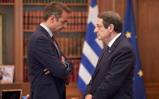 Σύμφωνα με κυπριακές διπλωματικές πηγές, ο Νίκος Αναστασιάδης (δεξιά) φέρεται αποφασισμένος να μην εγκρίνει επιπλέον χρηματοδότηση της Τουρκίας για το μεταναστευτικό αν η Λευκωσία δεν εξασφαλίσει την εξειδίκευση των κυρώσεων κατά της γείτονος, κάτι που θα τον έφερνε απέναντι από την Αθήνα. ΑΠΕ-ΜΠΕ/ΓΡΑΦΕΙΟ ΤΥΠΟΥ ΠΡΩΘΥΠΟΥΡΓΟΥ/ΔΗΜΗΤΡΗΣ ΠΑΠΑΜΗΤΣΟΣ