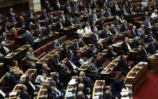 Τρία σενάρια εξελίξεων στο πολιτικό σκηνικό: 1. Πολιτική ηγεμονία της Ν.Δ. 2. Παρακμή του ΠΑΣΟΚ και πειστική στροφή του ΣΥΡΙΖΑ προς τη Σοσιαλδημοκρατία. 3. Δημιουργία νέου κομματικού φορέα, που θα πετύχει να συνενώσει τις κατακερματισμένες δυνάμεις του κεντροαριστερού και αριστερού χώρου. INTIME NEWS