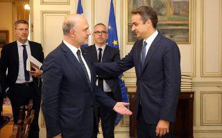 Ο πρωθυπουργός Κυριάκος Μητσοτάκης (Δ) υποδέχεται τον επίτροπο Οικονομικών Υποθέσεων της Ευρωπαϊκής Ένωσης Πιερ Μοσκοβισί (Α) στη συνάντηση τους στο Μέγαρο Μαξίμου, Αθήνα Παρασκευή 4 Οκτωβρίου 2019.  ΑΠΕ-ΜΠΕ/ΑΠΕ-ΜΠΕ/ΟΡΕΣΤΗΣ ΠΑΝΑΓΙΩΤΟΥ