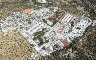 Το προσφυγικό (στη φωτ. ο καταυλισμός στη Μόρια) θα είναι από τα κύρια προβλήματα της επόμενης δεκαετίας.