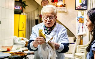 Η θρυλική πίτσα φρίτα της Fernanda είναι συννεφένια, με λαχταριστή γέμιση. «Μην την αφήσεις να κρυώσει», με συμβούλεψε. Σιγά μην την άφηνα... (Φωτογραφία: Αλεξάνδρος Αντωνιάδης)