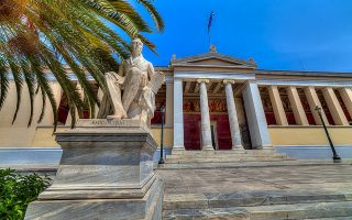 Το Πανεπιστήμιο Αθηνών έχει ήδη ενεργές 847 διεθνείς συμφωνίες –Erasmus και διμερείς– με 450 πανεπιστήμια από 65 χώρες.