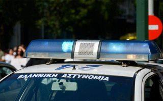 thessaloniki-epithesi-me-molotof-se-astynomikoys-stin-odo-agioy-dimitrioy0