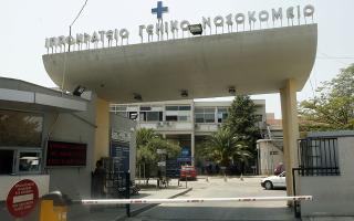 thessaloniki-nosileyomeno-se-thermokoitida-to-vrefos-poy-vrethike-egkataleleimmeno-stin-eisodo-polykatoikias0