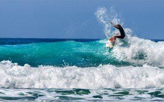 H συντριπτική πλειονότητα όσων δαμάζουν τα κύματα με τις σανίδες τους στην Καλιφόρνια είναι λευκοί. Οι Αφροαμερικανοί σπανίζουν.