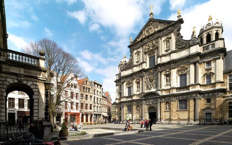 Η πλατεία Hendrik Conscience, στο κέντρο της Αμβέρσας. (Φωτογραφία: VISUALHELLAS.GR)