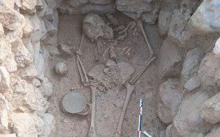 Φωτογραφία που δόθηκε σήμερα στη δημοσιότητα και εικονίζει Κιβωτιόσχημος τάφος της Υστερομινωικής περιόδου ΙΙ,  την 31 Ιουλίου 2019 . Περισσότεροι από 100 αρχαιολόγοι διαφόρων εθνικοτήτων συμμετείχαν στην 10η ανασκαφική περίοδο που διεξήγαγε η Βελγική Σχολή Αθηνών στο Σίσι (δήμος Αγίου Νικολάου) της Κρήτης, σε στενή συνεργασία με την Εφορεία Αρχαιοτήτων Λασιθίου, υπό την διεύθυνση του καθηγητή Jan Driessen (Πανεπιστήμιο Λουβαίν/Βελγική Σχολή Αθηνών), Πέμπτη 3 Οκτωβρίου 2019. ΑΠΕ-ΜΠΕ/ΥΠΟΥΡΓΕΙΟ ΠΟΛΙΤΙΣΜΟΥ/J. Driessen