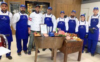 Οι προπονήσεις έχουν ήδη ξεκινήσει, με την ομάδα να έχει καταλήξει στα 100 παρασκευάσματα που θα ετοιμάσει στον διαγωνισμό. Η εθνική ομάδα κρεοπωλών «Meating Greece» προετοιμάζεται πυρετωδώς με τακτικές προπονήσεις για το παγκόσμιο πρωτάθλημα Butcher Challenge στο Σακραμέντο των ΗΠΑ, το 2020.