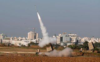 Συστοιχία του αντιπυραυλικού συστήματος «Ατσάλινος Θόλος» βάλλει εναντίον ρουκετών που εκτοξεύθηκαν από τη Λωρίδα της Γάζας.