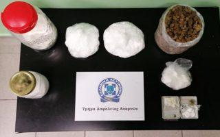 Το κύκλωμα «εξυπηρετούσε» καθημερινώς 100 χρήστες ναρκωτικών και κέρδιζε έως 1.500 ευρώ.