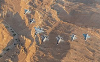 Ελληνική παρουσία στη μεγαλύτερη άσκηση του Ισραήλ. Στη μεγαλύτερη αεροπορική άσκηση της ιστορίας του Ισραήλ, με την επωνυμία «Blue Flag '19», συμμετείχε με τέσσερα F-16 η Πολεμική Αεροπορία. Σαράντα αεροσκάφη και άνω των 1.000 ατόμων προσωπικό, από το Ισραήλ, την Ελλάδα, τις ΗΠΑ, την Ιταλία και τη Γερμανία, έλαβαν μέρος στην άσκηση που διεξήχθη μεταξύ 3 και 15 Νοεμβρίου στο νότιο Ισραήλ.
