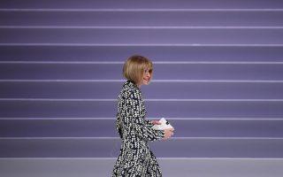 Η επικεφαλής της αμερικανικής Vogue δεν μιλάει για μόδα, αλλά για την κλιματική αλλαγή, τις προεδρικές εκλογές στις ΗΠΑ και το μέλλον του «χαρτιού» για τις εφημερίδες και τα περιοδικά. Φωτογραφία: Reuters