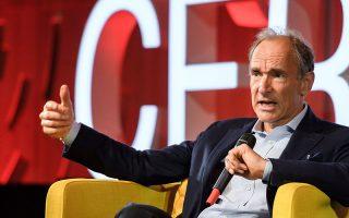Ο Βρετανός επιστήμων της πληροφορικής και εφευρέτης του παγκόσμιου ιστού (www) Tim Berners - Lee κρούει τον κώδωνα του κινδύνου.
