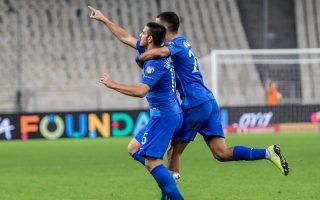 Οι παίκτες της Εθνικής Ελλάδας πανηγυρίζουν για το δεύτερο γκολ που πέτυχε ο Κ. Γαλανόπουλος, κατά τη διάρκεια του αγώνα ποδοσφαίρου της 10ης αγωνιστικής του 10ου ομίλου για το EURO 2020 απέναντι στη Φινλανδία, στο ΟΑΚΑ. ΑΠΕ-ΜΠΕ/ΠΑΝΑΓΙΩΤΗΣ ΜΟΣΧΑΝΔΡΕΟΥ