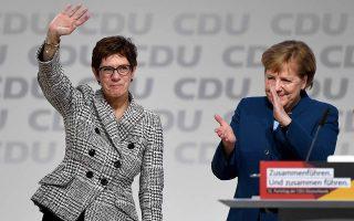 Μετά το Σοσιαλδημοκρατικό Κόμμα (SPD), και το CDU αντιμετωπίζει πλέον ζήτημα ηγεσίας, μόλις έναν χρόνο μετά την εκλογή της Άνεγκρετ Κραμπ-Καρενμπάουερ (αριστερά) στη θέση της Προέδρου του.