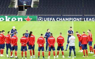 Οι παίκτες του Ολυμπιακού πάτησαν χθες τον χλοοτάπητα του Tottenham Horspur Stadium, εκεί όπου απόψε θα διεκδικήσουν ό,τι καλύτερο μπορούν.
