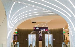Η Χρυσή Γραμμή περιελάμβανε την κατασκευή 23,3 χλμ. υπόγειων σηράγγων και 10 σταθμών.