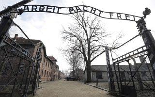 Για ιστορικές ανακρίβειες σχετικά με το Ολοκαύτωμα κατηγορεί το Netflix o Πολωνός πρωθυπουργός Ματέους Μοραβιέτσκι,. A.P./MICHAEL SOHN