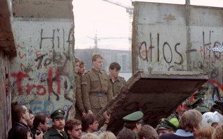 Τα γεγονότα της 9ης Νοεμβρίου 1989 οδήγησαν στην κατεδάφισή του Τείχους του Βερολίνου και στη γερμανική επανένωση, στις 3 Οκτωβρίου του 1990.