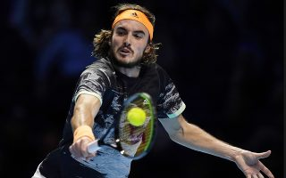 epa08004647 Stefanos Tsitsipas of Greece in action against Dominic Thiem of Austria during their final match at the ATP World Tour Finals tennis tournament in London, Britain, 17 November 2019.  EPA/WILL OLIVER