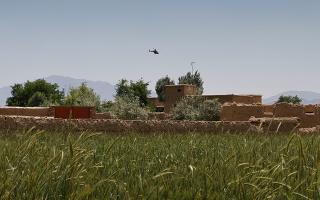 afganistan-dyo-amerikanoi-stratiotikoi-skotothikan-se-syntrivi-elikopteroy0