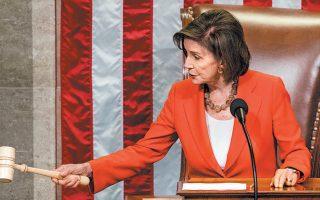 Η Νάνσι Πελόσι, πρόεδρος της Βουλής των Αντιπροσώπων από το Δημοκρατικό Κόμμα, καλεί τους βουλευτές να ψηφίσουν επί της διαδικασίας για τη συνέχιση της παραπομπής του Ντόναλντ Τραμπ. Η πρόταση των Δημοκρατικών εγκρίθηκε, ανοίγοντας τον δρόμο για την παραπομπή του Αμερικανού προέδρου.