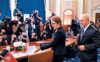 Για υπονόμευση και προσπάθεια εκφοβισμού της κατηγόρησε τον Ντόναλντ Τραμπ και στενούς συνεργάτες του η πρώην πρέσβειρα των ΗΠΑ στην Ουκρανία, Μαρί Γιοβάνοβιτς, στη χθεσινή κατάθεσή της σε επιτροπή της Βουλής των Αντιπροσώπων. Ο Αμερικανός πρόεδρος της απάντησε απαξιωτικά ενώ η δραματική συνεδρίαση βρισκόταν σε εξέλιξη.