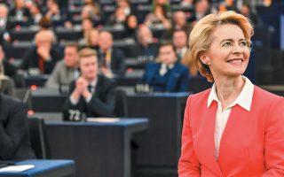 Με 461 ψήφους υπέρ, 157 κατά και 89 αποχές, η Ούρσουλα φον ντερ Λάιεν αναδείχθηκε και επισήμως η πρώτη γυναίκα πρόεδρος της Ευρωπαϊκής Επιτροπής. Τη νέα Κομισιόν στήριξαν τα τρία μεγαλύτερα κόμματα του Ευρωκοινοβουλίου: το Ευρωπαϊκό Λαϊκό, οι Σοσιαλδημοκράτες και οι Φιλελεύθεροι. Αντιθέτως, δεν την ψήφισε ο ΣΥΡΙΖΑ, συντασσόμενος με τη στάση της Ευρωπαϊκής Ενωτικής Αριστεράς.