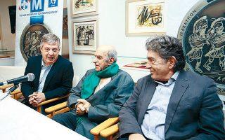Ο πρόεδρος του ΣΕΓΑΣ, Κ. Παναγόπουλος, με τους καλλιτέχνες Αλ. Φασιανό και Κ. Βαρώτσο.