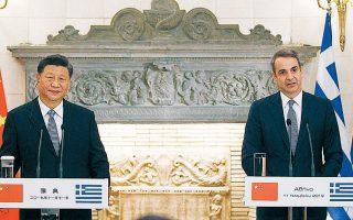 Ο Σι Τζινπίνγκ και ο Κυριάκος Μητσοτάκης κάνουν δηλώσεις μετά τη συνάντησή τους στο Μαξίμου. Ο πρωθυπουργός ανανέωσε το ραντεβού του με τον Κινέζο πρόεδρο για τον ερχόμενο Απρίλιο, στο Πεκίνο.