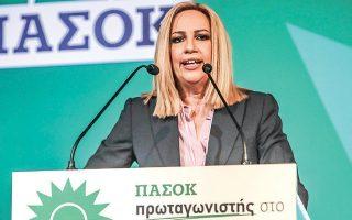 Η πρόεδρος του ΚΙΝΑΛ, κατά την ομιλία της στην Κεντρική Οργανωτική Επιτροπή του συνεδρίου του ΠΑΣΟΚ, χθες, εξαπέλυσε πυρά προς τους επικριτές της, κατηγορώντας τους για καλλιέργεια «τεχνητής κρίσης».
