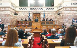 Ο κ. Μητσοτάκης στο βήμα, κατά τη χθεσινή ομιλία του. Η εκδήλωση πραγματοποιήθηκε παρουσία του Προέδρου της Δημοκρατίας, του Αρχιεπισκόπου, εκπροσώπων των πολιτικών κομμάτων, της στρατιωτικής ηγεσίας της χώρας, επικεφαλής διπλωματικών αποστολών και προσωπικοτήτων από Ελλάδα και εξωτερικό.