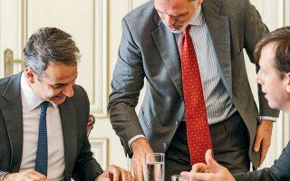 Ο πρωθυπουργός Κυριάκος Μητσοτάκης συναντήθηκε χθες στο Μαξίμου με αντιπροσωπεία του Ιταλικού Ταμείου Παρακαταθηκών και Δανείων και της ΤΕRNA SpA, ανεξάρτητου διαχειριστή μεταφοράς ηλεκτρικού ρεύματος.