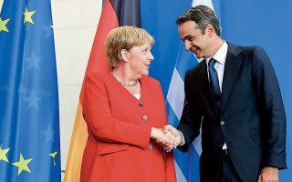 Αγκελα Μέρκελ και Κυριάκος Μητσοτάκης τον περασμένο Αύγουστο στο Βερολίνο. Ο Ελληνας πρωθυπουργός και η Γερμανίδα καγκελάριος συζήτησαν στην τηλεφωνική επικοινωνία τους την ευρωπαϊκή προοπτική των Δυτικών Βαλκανίων και την ανάγκη να ξεπεραστούν τα εμπόδια μετά το γαλλικό «βέτο» στο Ευρωπαϊκό Συμβούλιο.