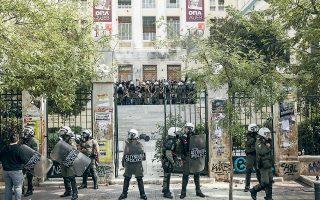 Τα πανεπιστήμια αποδίδονται στους «φυσικούς τους χρήστες», τόνισε χθες ο κυβερνητικός εκπρόσωπος, μία ημέρα μετά τα επεισόδια στην πρώην ΑΣΟΕΕ, που προκάλεσαν σύγκρουση κυβέρνησης και αξιωματικής αντιπολίτευσης.