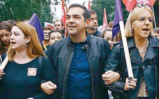 Για τη συμμετοχή του στην πορεία του Πολυτεχνείου, ο κ. Τσίπρας επέμεινε στον χαρακτηρισμό της ως «αντικυβερνητικής» και με αυτό τον τρόπο δικαιολόγησε το γεγονός πως ως πρωθυπουργός δεν συμμετείχε στο παρελθόν.