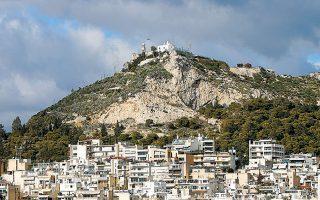 «Στόχος μας είναι να παραδώσουμε ένα χώρο ζωής και ανάπτυξης δραστηριοτήτων, αλλά και έναν φυσικό οργανισμό παραγωγής πολιτισμού», δήλωσε ο δήμαρχος Αθηναίων κ. Μπακογιάννης για την ανάπλαση του εμβληματικού λόφου του Λυκαβηττού.