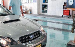 Σύμφωνα με τις εκτιμήσεις, τέσσερα στα δέκα οχήματα δεν έχουν περάσει από τεχνικό έλεγχο, ενώ οι απώλειες για τα δημόσια ταμεία ανέρχονται στα 100 εκατ. ευρώ ετησίως.