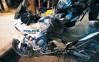 Από τη σφοδρή επίθεση κατά των αστυνομικών με βόμβες μολότοφ υπέστησαν φθορές και οι δύο μοτοσικλέτες της ομάδας ΔΙ.ΑΣ.
