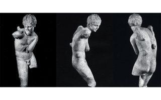 Φωτογραφίες του μαρμάρινου αγάλματος που εντοπίστηκαν από τον Χρήστο Τσιρογιάννη στο αρχείο Σάιμς-Μιχαηλίδη. Το άγαλμα πρόκειται να δημοπρατηθεί στο Λονδίνο στις 4 Δεκεμβρίου.