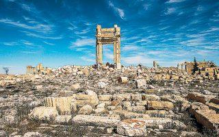 Μια αψίδα εκεί όπου κάποτε βρισκόταν ο ναός του Μπελ, στην αρχαία ρωμαϊκή πόλη Παλμύρα, στην ανατολική έρημο της χώρας. Eίναι ένας από τους τουριστικούς προορισμούς που διαφημίζονται από ταξιδιωτικούς πράκτορες.