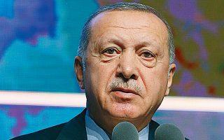 Ο Ταγίπ Ερντογάν σε χθεσινή ομιλία του στην Αγκυρα. «Εμείς αιχμαλωτίσαμε τη σύζυγο του Μπαγκντάντι και δεν κάναμε καμιά φασαρία», είπε.