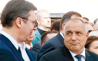 Ο Σέρβος πρόεδρος Αλεξάνταρ Βούτσιτς και ο Βούλγαρος πρωθυπουργός Mπόικο Μπορίσοφ στα εγκαίνια του αυτοκινητοδρόμου Νις - Σόφιας.