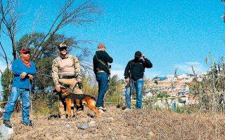 Αστυνομικοί και εθελοντές αναζητούν σορούς θυμάτων των καρτέλ σε αγρόκτημα της πόλης Τιχουάνα, στα σύνορα Μεξικού - ΗΠΑ.