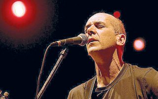 Ο Περίδης έχει διαγράψει σημαντική πορεία στον χώρο του ελληνικού τραγουδιού.