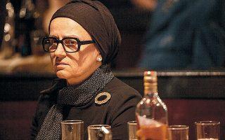 Η Καρυοφυλλιά Καραμπέτη υποδύεται την Ευτυχία Παπαγιαννοπούλου στα χρόνια της ωριμότητάς της, μέχρι τον θάνατό της, το 1972.