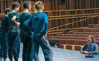 Ο Ραμπί Μρουέ, από τους σημαντικότερους δημιουργούς της διεθνούς σκηνής, χορογραφεί στην Αθήνα.